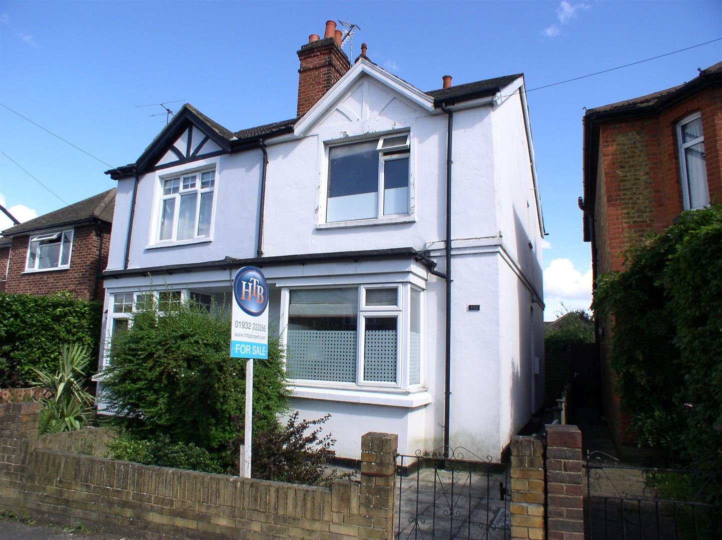 3 Bedrooms Semi Detached House for sale in Molesey Road, Hersham, Walton-On-Thames